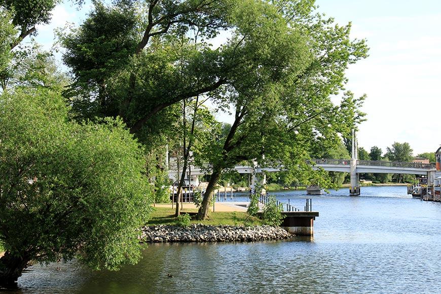 Die Jahrtausendbrücke und deer Fontaneklub in Brandenburg an der Havel